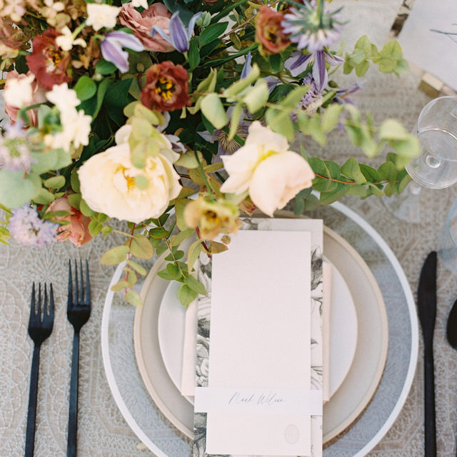 Organic and earthy with a dash of modern elegance 🌿🪐🍂 @harounevents bringing it all together with this beautiful #tabletop featuring our #adelaidelinen in Smoke and #tuscanylinen napkins in Eggshell 📷 @mysunandstars.co Featured on @weddingsparrow  #latavolalinen #transformyourtable #bbjlt #bettertogetherbbjlt #embroidery #neutralcolors #earthtones #earthycolors #naturalbride #linennapkin #organicelements #malibu #malibuwedding #californiabride