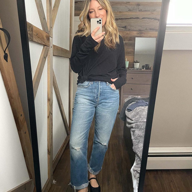 That Zella tee I've been wearing for months is - FINALLY - back in stock.  It's long enough to wear with leggings (swipe to see next pic) but also really cute knotted with jeans.  Also: thumbholes.  . xo, S @shanachristine  tee (small) jeans (26) leggings (small) slipper boots 15% off at @backcountry with code THEMOMEDIT . Click the link in our bio to shop these looks. Share with a friend you think would love these pieces. . . . . . #nordstrom #fashion #fashionblogger #instafashion #outfitdetails #ootd #clothing #everydaystyle #dailyoutfit #fashioninspo #fashionlove #ootdinspiration #ootdinspo #ootddetails #ootdwomen #cantwaittowear #whatiamwearing #stylegoals #fashionlooks #fashionedit #styleblogging #fashiondetails #fashionaddict #stylehunters #themomedit #TMEfashion