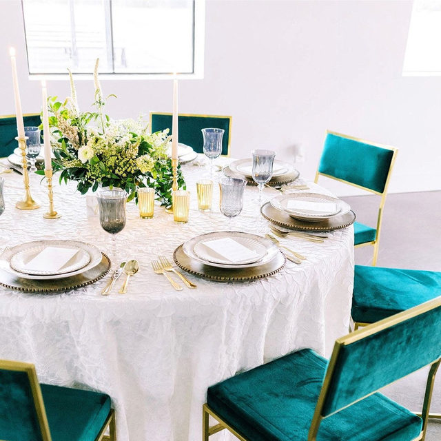 You've seen our velvet linen, but have you ever seen velvet chairs? 💚 We are seeing more and more events utilize unique chair selections and the end results always speak for themselves. We are loving this use of color and gold accents against the surrounding neutral tones. Featuring our Snow Amara Table Linen. Use the link in our bio to see more of this striking linen.  _________ Credits:  Planner: @gatheredeventsdfw Photographer: @thelockharts Floral: @hautefloral Rentals: @poshcouturerentals Paper Goods: @lanelovepaperco Venue: @davisandgreyfarms