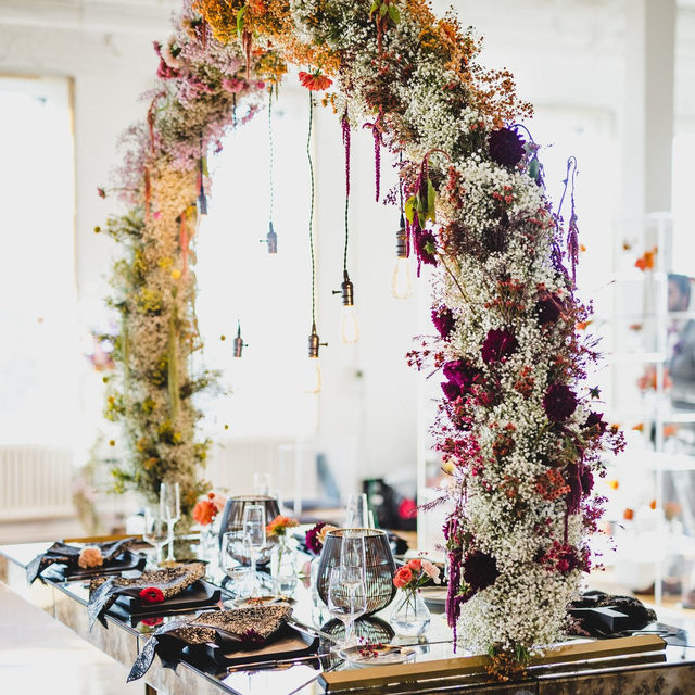 Who wouldn't want a seat at this table?! This tablescape takes intimate and luxurious to a whole new level. 😍 Vivid and unique, this arch makes for the perfect alternative to a traditional centerpiece. Featuring our Onyx Vera Napkin. Visit the link in our bio to see more of this beautiful linen.  _________ Credits:  Planner: @meweddings Designer & Paper Goods: @house_of_catherine Photographer: @rocklandrue Floral: @avsevents Rentals: @luxeeventrentals @accentdecorinc @thetabletopcompany @bigdawgpartyrentals Venue: @westsideloft