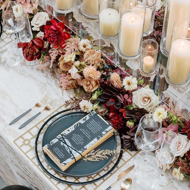 A little sparkle and shine with our #baylisrainlinen in Gold from @michelleleoevents and @decorationinc ✨✨Just LOVE all the layering! 📷 @heathernan featured in @utahvalleybride  #latavolalinen #transformyourtable #bbjlt #bettertogetherbbjlt #jeweltones #utah #deervalleywedding #utahwedding #utahbride #winterwedding #weddingdecor #weddinginspo