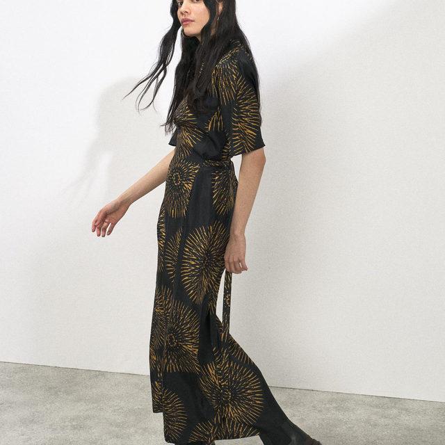 Pockets. Tie waist. Great Day Dress. Our black base batik-print silk tea dress is now online. 🙌  Link in bio. #Raey