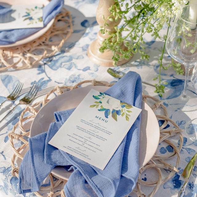 Happy First Day of Spring! 💐🐰 We are ready to put the cold behind us and welcome the highly anticipated Spring season with open arms!  Featuring @latavolalinen Harper Blue Table Linen, our Dawn Coppen Napkin, and Whitewash Wicker Placemat. Visit the link in our bio to see more of these spring-inspired linen.  _________ Credits:  Photography:@catpennengaphotography Floral:  @victoriabloomssrq Venue: @palmettobnb