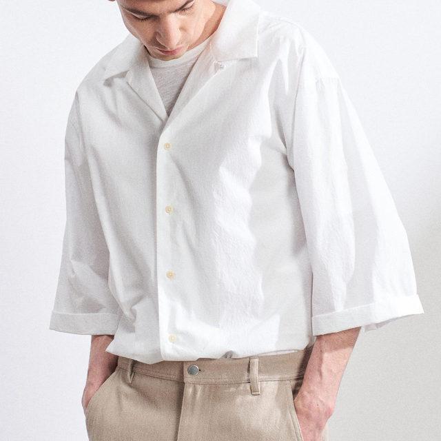 Oversized cotton shirting ❕❕  Camp-collar oversized cotton-poplin shirt and twist-seam chinos.  Link in bio. #Raey