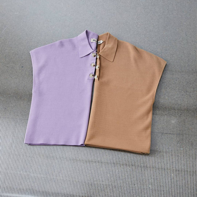 Light knits made for spring days: the boxy sleeveless polo, available in soft lilac and classic camel ☯️  #BaumFamily #BaumundPferdgarten