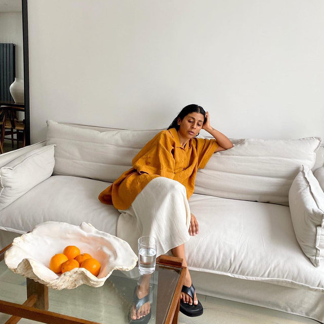 Sofa day 👍 @monikh wears our patch-pocket linen smock top #regram