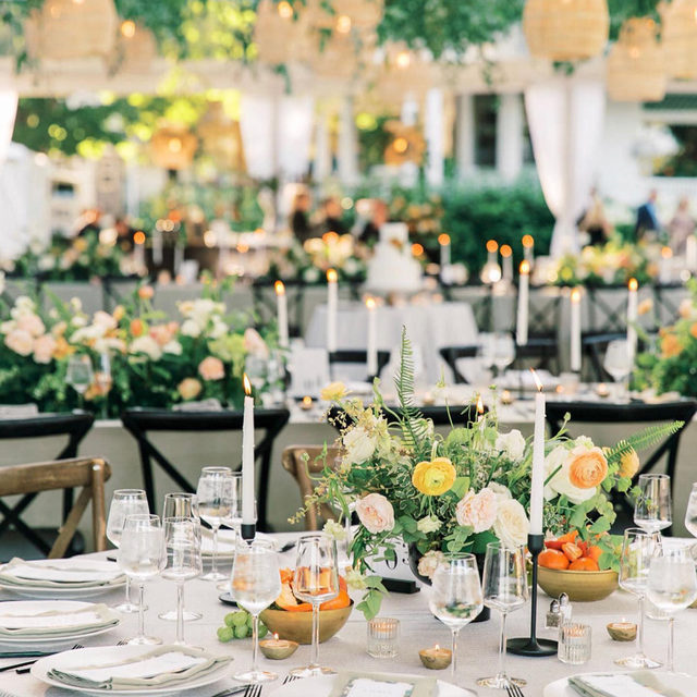 IN LOVE 😍😍😍 Just the most beautiful wedding with our #prairielinen in Black/Natural with #tuscanylinen napkins in Limestone 💛 This stunning set up from @inesandmarieevents is making us VERY excited for all the 2021 events to come! 📷 @vienna_glenn  #latavolalinen #transformyourtable #bbjlt #bettertogetherbbjlt #summerwedding #tentwedding #weddingplanning #floraldesign #eventdesign #floralinstallation #flowersofinstagram #weddinginspiration #michiganwedding #northernmichigan #walloonlake