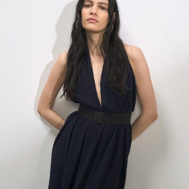 Just dropped dresses 💙🖤  Belted halterneck seersucker dress.  Link in bio. #Raey