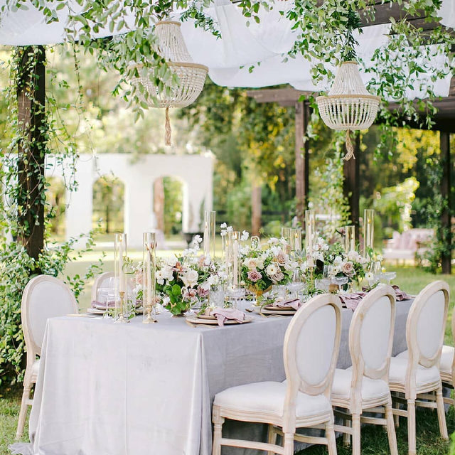 Garden wedding goals! 🙌 Infusing indoor luxury with outdoor charm, we are obsessed with every single aspect of this garden soiree. From the hanging greenery to the stunning crystal chandeliers, we stan beautiful garden weddings! Featuring our Dove Velvet Table Linen and Rose Quartz Velvet Napkin. Visit the link in our bio to learn more about these stunning products.  _________ Credits:  Planner: @fabchiccourtney Photographer: @setfreephotography Floral: @floral_symphonyfl Rentals: @sostaged Venue: @lacasatoscana