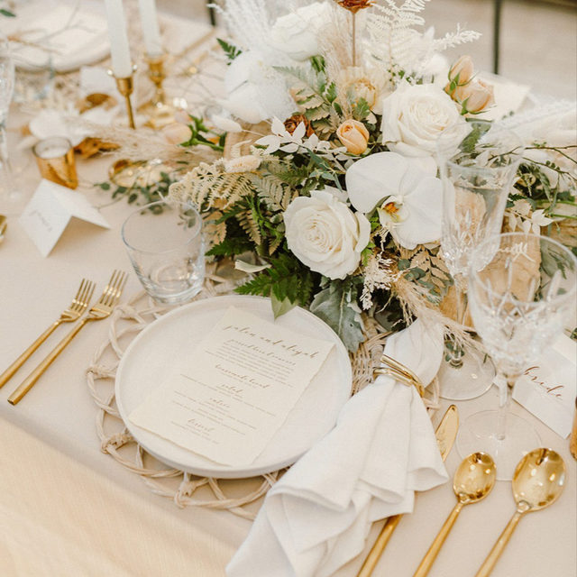 Give us all the texture and detail! This boho-chic beauty keeps us coming back for more. 🌾 From the dried floral to the gold accents, we are loving this stylish vibe! Featuring our Bone Faille Table Linen, Chalk Sonoma Napkin, and Whitewash Wicker Placemat. Visit the link in our bio to see more of these gorgeous products.  _________ Credits:  Planner: @marquetteavenueevents Photographer: @nicoledonnellyphoto Floral: @ashaddevents Rentals: @waterfordcrystal @tallpinepottery_ Paper Goods: @fiorepress Venue: @edeninchicago
