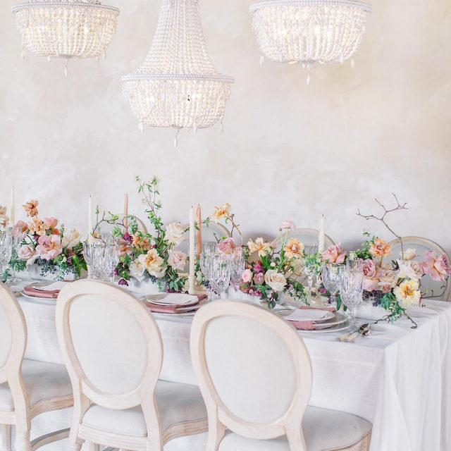 Just breathtaking ✨🤍🌸🦙 In love with this magical #tablescape from @ribbonandleaf and @sweetmemoriesflowers with our #tuscanylinen in White, #auroralinen table runner in White and #velvetlinen napkins in Blush 💖 Hosts @laurenwestra @meganwelker @themilkandhoneyevent @shellymwolff 📷 @katietraufferphotography  #latavolalinen #transformyourtable #bbjlt #bettertogetherbbjlt #pastelcolors #softcolors #dreamwedding #weddinginspo #weddinginspiration #ashfordestate #ashfordestatewedding #parkchateauwedding #njwedding #phillywedding #mdwedding #newjerseywedding
