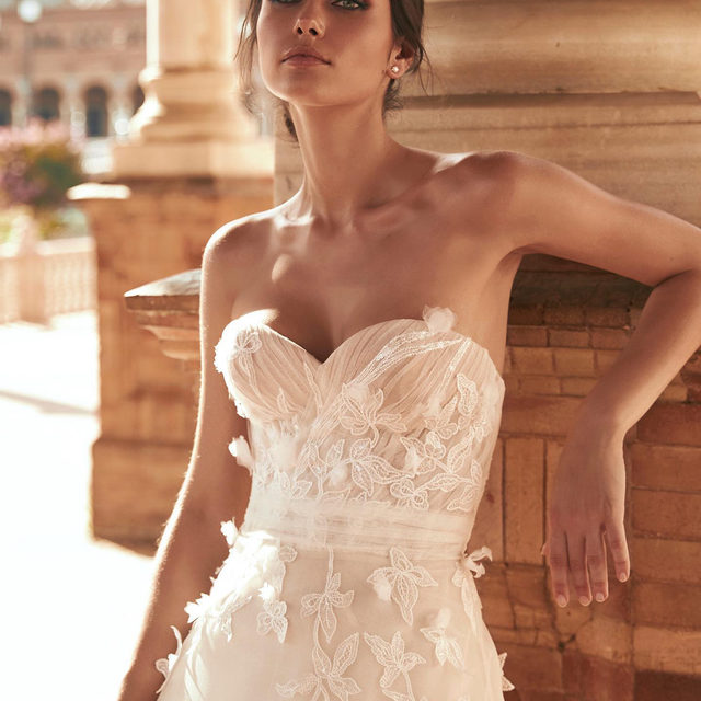 #TrendAlert 3D floral appliqués are a big thing this season! Try on this new trend while discovering the new #MarchesaForPronovias collection! (Dresses: Baras, Canelita, Carrasco). In stores in April: Book an appointment! @georginachapmanmarchesa @marchesabridal