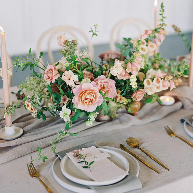 A neutral base, a touch of pink and rose gold accents 🌿🌸✨ Can't get enough of this design by @nataliechoievents and @bloomwellandco with our #velvetlinen in Beige, #auroralinen table runner in Mauve and #tuscanylinen napkins in Natural 😍Photography @nathaliecheng   #latavolalinen #transformyourtable #bbjlt #bettertogetherbbjlt #tablerunner #velvet #velvettablecloth #gardenrose #tapercandles #weddingdetails #weddingdecor #sanfrancisco #sfwedding