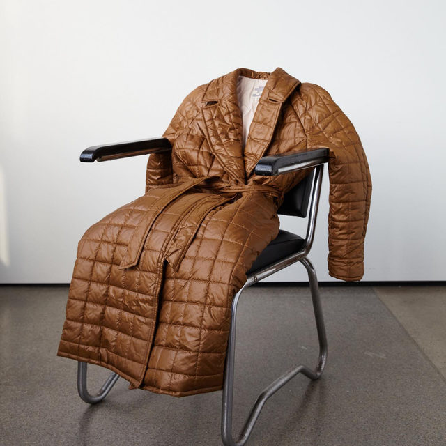 Our quilted wrap coat in bronze, perfect for evening walks in spring 🤎  #BaumFamily #BaumundPferdgarten