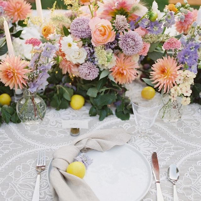 Just the sweetest set up with our #livlinen in Linen with #tuscanylinen napkins in Natural from @countrybouquetsfloral 🌸🌿🍋🌷 Photographer: nikirhodesphoto⠀⠀⠀⠀⠀⠀⠀⠀⠀  #latavolalinen #transformyourtable #bbjlt #bettertogetherbbjlt #washingtonstate #pnwwedding #pnwbride #springflowers #springwedding #weddinginspo #weddinginspiration #pastelcolors #linen #naturallinen #gardenwedding #gardenparty