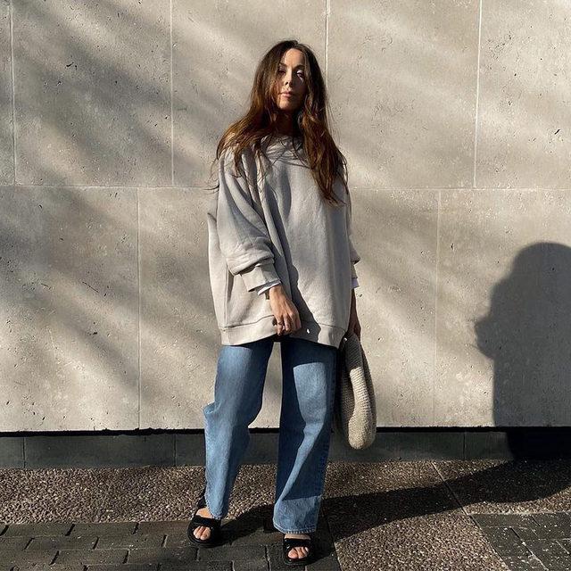 ⭐👍 @aimeejohnson wears our recycled-yarn sweatshirt #regram #RaeyResponsible