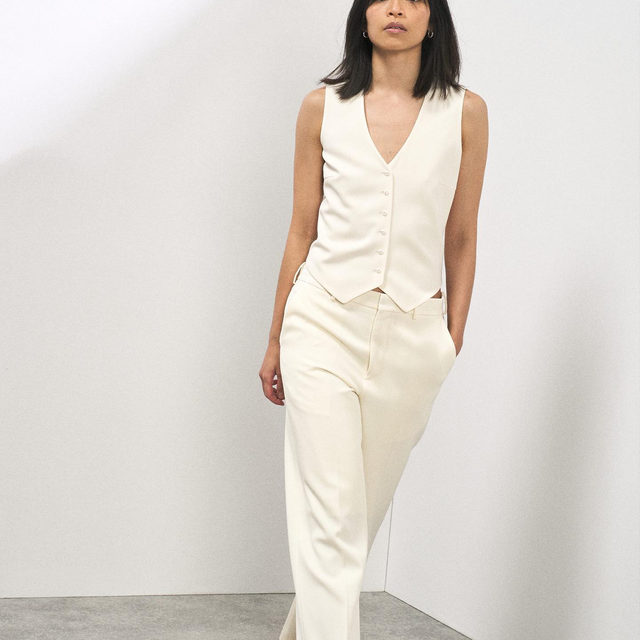 Single-breasted cream summer wool waistcoat and straight-leg tailored trousers.  Link in bio. #Raey