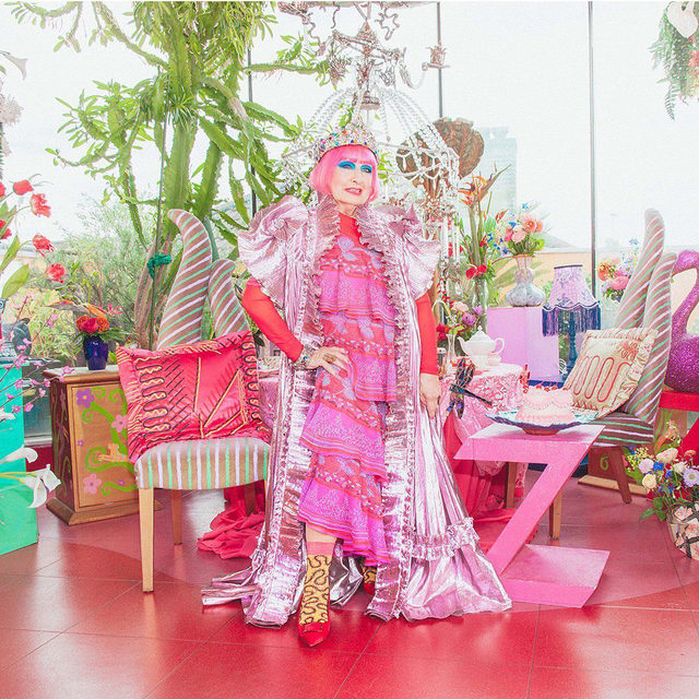 For the past 50 years, British textile designer Zandra Rhodes has been unparalleled. The tip of the fashion spear, the Queen of Colour has clothed icons such as Freddie Mercury, Princess Diana, and Jackie Onassis. Her one-of-a-kind creations are inspired by organic material, nature, and her travels all over the world. 🌷🗺  For Spring/Summer 2021, Zandra lends some of her most iconic prints to an exclusive selection of Happy Socks. 🧦  Timeless and unapologetically colorful, the shimmering collection is an all-out Zandra Extravaganza. 💖✨  Shop Zandra's collection 👉 HappySocks.com  #HappySocksxZandraRhodes #QueenOfColour #HappySocks #HappinessEverywhere