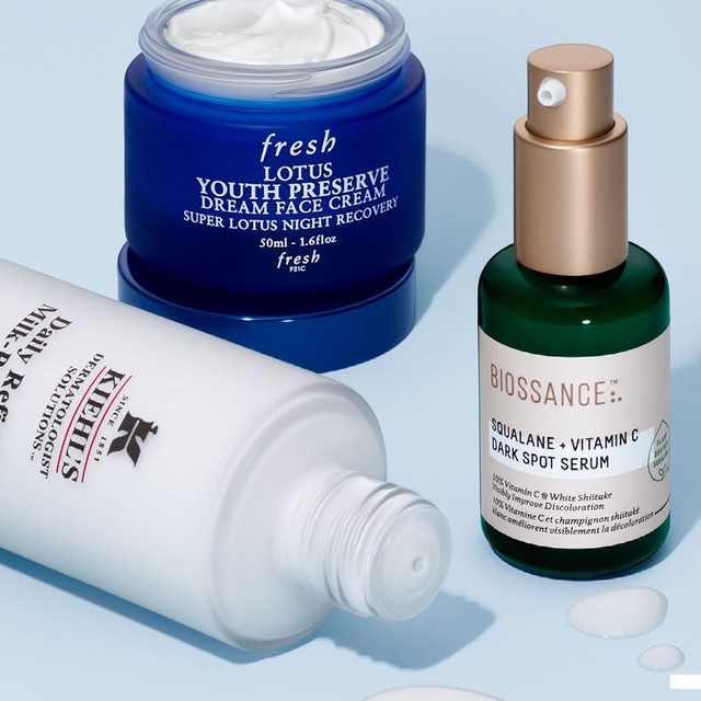 Early signs of aging in your 20s and 30s? 🙋🏿‍♀️🙋🏻‍♂️🙋🏽‍♀️ Get results thanks to hardworking vitamin C, antioxidants, and more from brands like @kiehls, @freshbeauty, and @biossance ✨  Lotus Anti-Aging Night Moisturizer  Squalane + 10% Vitamin C Dark Spot Serum  Since 1851 Milk-Peel Gentle Exfoliating Toner