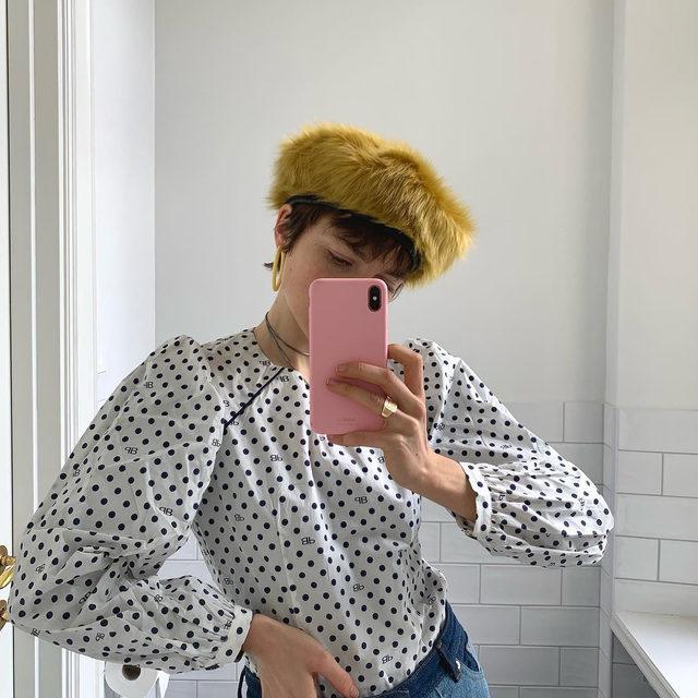 @emmafridsell in our polka dot blouse made from 100% organic cotton 🤍🖤  #BaumFamily #BaumundPferdgarten