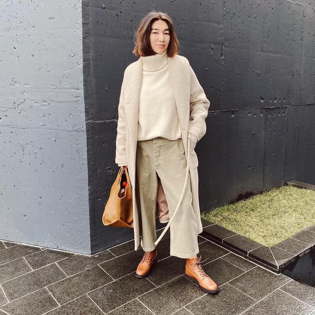 Back in stock ❕ @meruyertabdir wears our wide-leg cotton-twill chinos #regram
