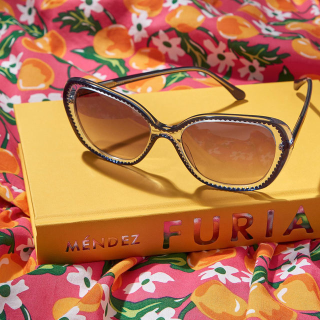 It's time for some fun in the sun ✨😎☀️We're soaking up the April rays with spring shades and our new squeeze: a zesty tangerine print 🍊