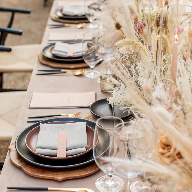 Neutral color palette and a sea of dried grass and flowers 🌾🌾🌾🌾🌾🌾Loving this #tabletop with our #velvetlinen in Beige and #tuscanylinen napkins in Natural from @jennrobirdsevents and @floralsbyalanamarie ✨ Photography @capturecreatestudios  #latavolalinen #transformyourtable #bbjlt #bettertogetherbbjlt #hitched #mrandmrs #seekthesimplicity #flashesofdelight #thatsdarling #pursuepretty #weddingideas #eventdecor #weddingdetails #bohostyle #bohobride #bohowedding #neutralcolors #winters #wintersca
