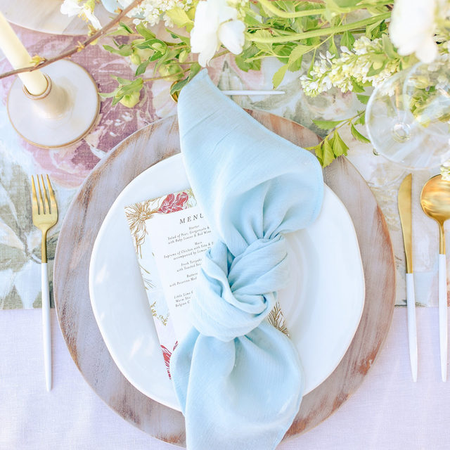 🎶 It's a new dawn, it's a new day, it's a new life and we're feeling good. 🎶  Usher in a new day, with our Dawn Collection. Exclusively for purchase, this collection features cotton gauze fabric napkins available in 14 stunning colors.  These delicate napkins combine the softness of cotton with the natural texture of linen. Use the link in our bio to own these beautiful napkins today!  _________ Credits: Photography:@catpennengaphotography Floral: @victoriabloomssrq Venue: @palmettobnb