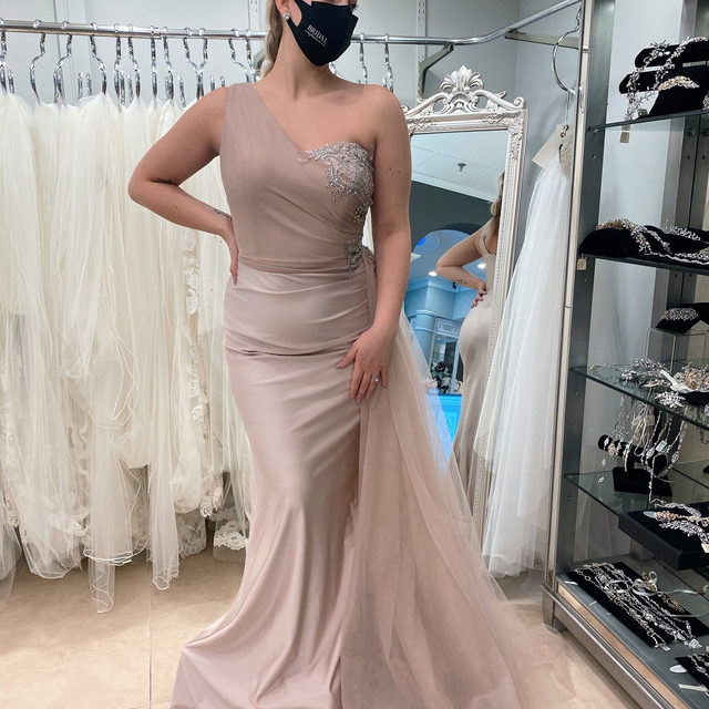 "Back to regularly scheduled programming...momentarily 😉・This beautiful @portiaandscarlett evening wear gown is available to be tried on at our Carle Place salon now until  April 17 at our #PortiaandScarlett trunk show! 💞 We added additional availability for this event since it has been booking up so quickly! 💃 You don't want to miss out! Grab your #MOB or #MOG & make your appointment ASAP! You can call our salon directly at 516-742-7788, click the link in our bio or even send us a DM for more information! 😘・Our very own Alex is wearing PS21229 in ""stone"" 😘"