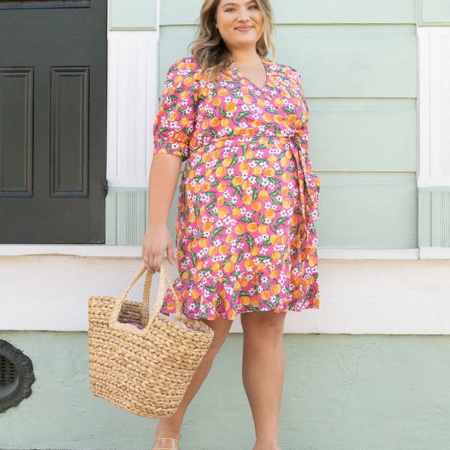"""""""We only get a few short weeks of true spring in Tennessee so I try to get outside and soak up every minute of it,"""" says @kendyljturner. """"This dress screams that spring has sprung — it's a show stopper!""""🍊✨🌺"""