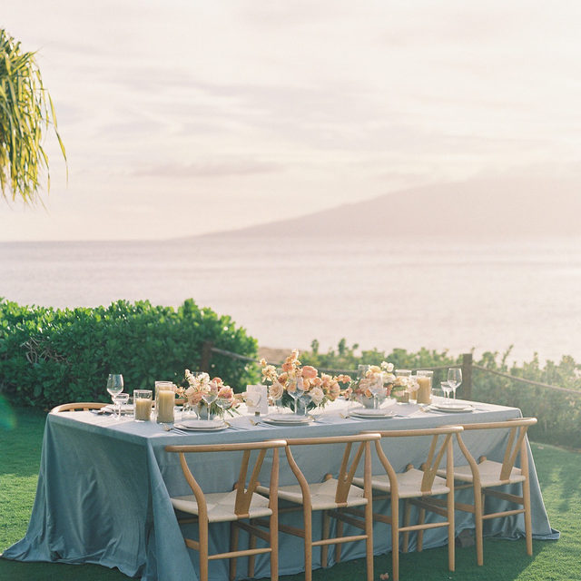 A dreamy oceanside reception is just what our hearts needed. 🌴  There's magic in every Maui sunset but there's something even more magical seeing our linen captured in that enchanted glow. Now to figure out how we are on the invite list next time. Featuring our Cadet Blue Velvet Table Linen. Use the link in our bio to see more of this beautiful linen.  _________ Credits: Planning: @caroleehigashino @whiteorchidwedding Styling: @shaunnanygren Photography: @dmitriandsandra Florals: @studiofloramaui Rentals: @setmaui, @rioeventdesign Venue: @thewestinmaui