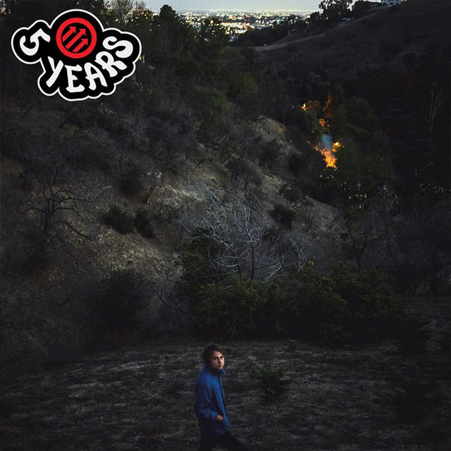 @kevinmorby's music comes from another place, one where you try and piece together meaning by tapping into a kind of collective unconscious, using whatever tools you have at your disposal. And his references add up to something more than their parts and when paired with his unerring feel for arrangement and style.   His third studio album, Singing Saw, turns 5 today. Read why we named it Best New Music at the link in our bio.   #KevinMorby #AlbumAnniversary #Pitchfork