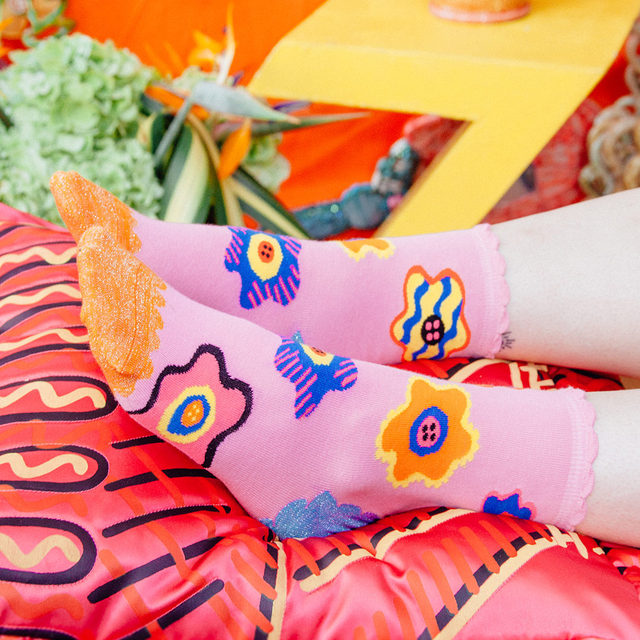 Step into Zandra Rhodes' colorful world. 🌼🧦🌸  #HappySocksxZandraRhodes #QueenOfColour #HappySocks #HappinessEverywhere