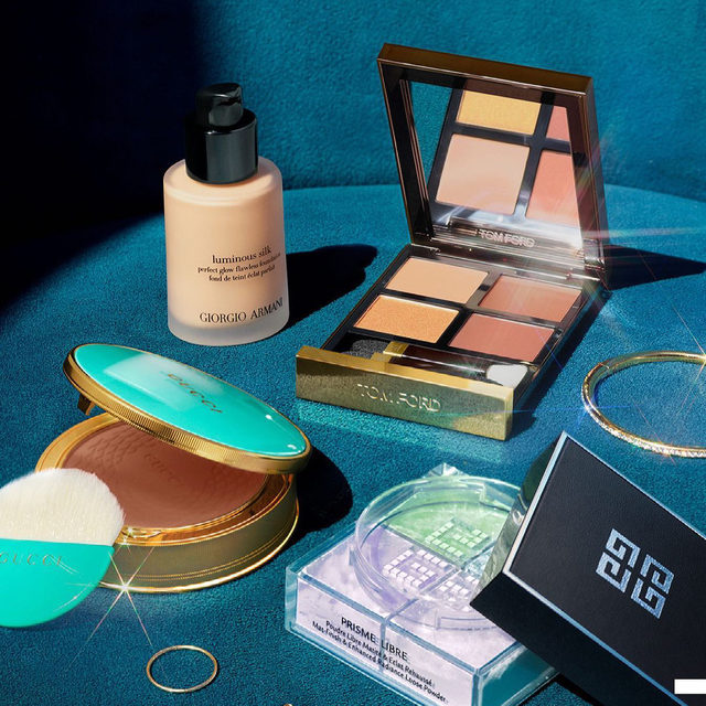 This is your sign to treat your skin to bestselling, luxury complexion essentials. You deserve it 😉 … @armanibeauty Luminous Silk Perfect Glow Flawless Oil-Free Foundation  @guccibeauty Gucci Poudre De Beauté Éclat Soleil Bronzing Powder  @tomfordbeauty Eye Color Quad Eyeshadow Palette  @givenchybeauty Prisme Libre Loose Powder