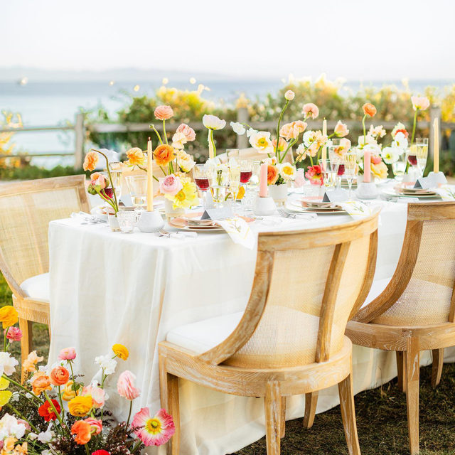 There's just something magical about poppies 🌸🌼🌹 Couldn't love this set up with our #vintagestripelinen more 😍😍😍 From @janealexandraevents and @uniquefloraldesigns 📷 @katrinajaynephoto  #latavolalinen #transformyourtable #bbjlt #bettertogetherbbjlt #stripes #poppies #santabarbara #santabarbarawedding #dreamwedding #colorfulwedding #livecolorfully #linen #naturallinen #tablescape #onthetable #weddingdecor #weddingdesign