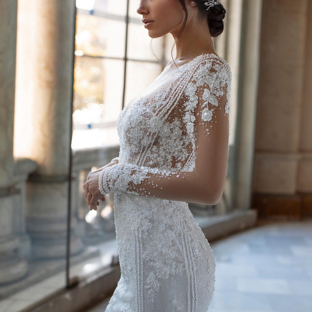 Do you love mermaid wedding dresses? The PICKFORD dress from our #PronoviasPrivee collection by @Alessandrarinaudo is  a 1920s-inpired évassée style in handmade lace is gently fitted over the back and derriere and features a gorgeous chapel train in butter soft tulle.   Link in bio to discover the collection at your nearest #Pronovias.