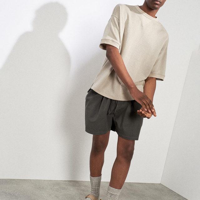Short-sleeved linen sweatshirt and scrunchy cotton and silk-blend shorts.  Link in bio. #Raey
