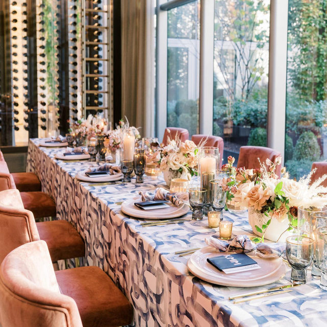 We are all heart-eyes over this modern chic beauty! 😍 We love it when designers utilize patterned linen to create a look that is entirely unique. Creating one of a kind experience for both you and your guests. Featuring our Orbit Table Linen and Azure Agate Napkin. Visit the link in our bio to view more of these stunning linen.  _________ Credits:  Planner: @gritandgraceinc Photographer: @abbyjiu Floral: @sweetrootvillage Rentals:  @whitegloverentals + @maisondecarine Paper Goods: @stephb_andco Venue: @conradwashingtondc