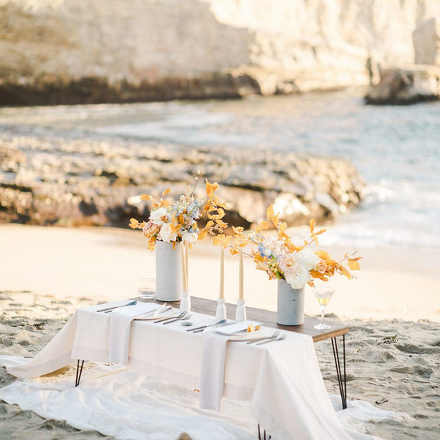 Giving a whole new meaning to dining seaside! This tranquil and serene table feels like the perfect escape from the daily noise of life. We cannot picture a more romantic location. Can anyone else hear the sounds of the ocean? 🌊 Featuring @latavolalinen Luke Chalk Runner and our Cloud Faille Napkin. Use the link in our bio to see more about this beautiful linen.  _________ Credits: Planner: @canon_in_f_events Photography: @studioopia Florist: @lebloomerie Rentals: @stuarteventrentals Paper Goods: @blushtype