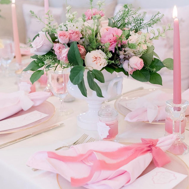 Pretty in pink! 🎀 The perfect combination of texture, romantic florals, and coordinating candles has us seeing pink for all the right reasons. When designing with one color, using varying hues helps create a breathtaking visual story. Featuring our Ivory Lamour Table Linen, Pink Shantung Napkins, and Alabaster Blush Charger. Use the link in our bio to start planning your next event with these elegant products.  _________ Credits: Planner: @partylittlethings, @rachaelbro Photography: @alisonmaephotography Venue: @thecakebakeshop