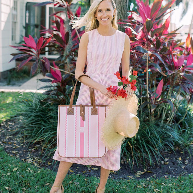 """""""When I think of spring, I think of pastels!"""" style blogger and mother-of-two @sarahgtucker says. """"I love this shade of pink - it's the perfect Mother's Day dress!"""" #djlovesmoms"""