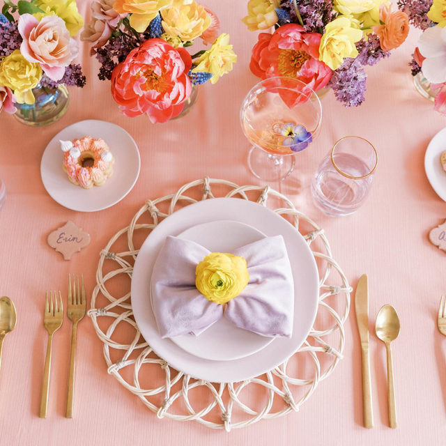 ☔ April's showers are definitely providing us with gorgeous May flowers. 🌸 Our feeds have been filled with some of the most creative and charming showers we've ever seen. Including this adorable tablescape! Complete with an array of soft colors and florals perfect for this time of year. Featuring our Clay Faille Table Linen, Lilac Velvet Napkin, and Whitewash Wicker Placemat. Use the link in our bio to see more of these beautiful products.  _________ Credits: Planner: @acharmingfete, @lisabocciacostin Photography: @marinaclaire Florals: @mollytaylorandco @__and_co Rentals: @eliteweddingchairs, @lirentsevents Food + Cakes: @bakeandtell @clecheesegirl Venue: @lakeartsstudio