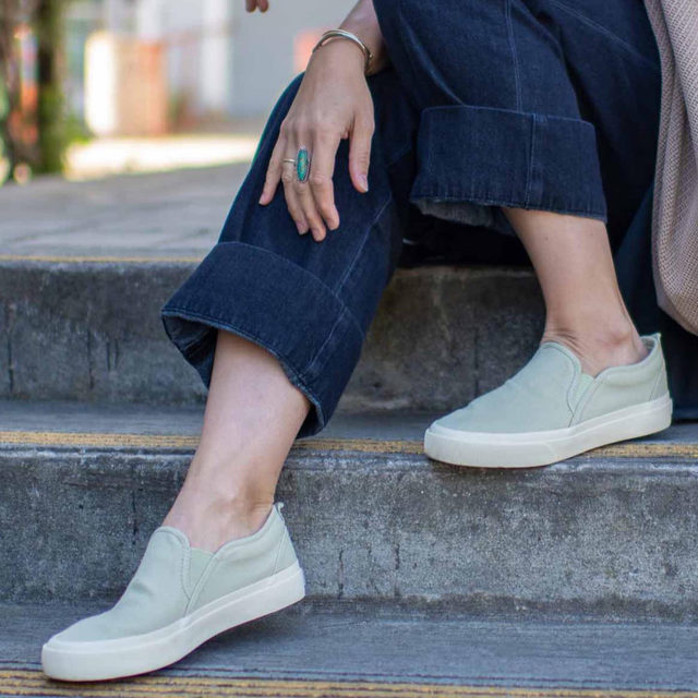 Slip on sneakers, a solid addition for spring + summer wardrobes. This pair from @Everlane has that classic skate-shoe-meets-deck-shoe vibe and we're loving how this Eucalyptus color actually reads like a neutral.   Em has them paired here with their Easy Jeans which are medium-weight, suuuuper-soft denim with slash pockets + an elastic waistband — they read as more chic than your average pair of jeans, but feel as comfy as sweatpants.  Both the sneakers + the jeans are under $100 ($60 to be exact). Click the link in our bio to shop them and to see Em's other chic but comfy picks from Everlane. . . . . #everlane #summerlooks #fashion #ootd #fashionblogger #everydaystyle #dailyoutfit #stylegoals #chicandcomfy #themomedit #themomeditstyle