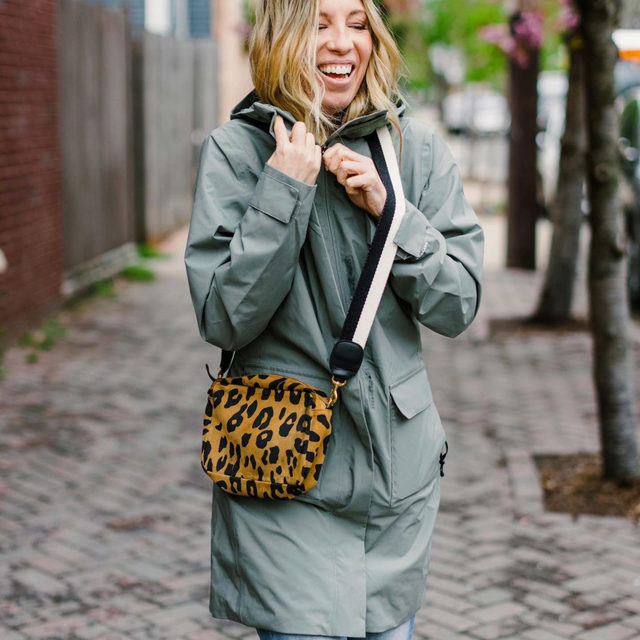 Practical & cute can be a tall order...especially when it comes to raincoats. But this @TheNorthFace parka is EVERYTHING. It's completely waterproof & windproof. It's ultra light with a drapey fit (swipe to see the back) and it manages to look cute with anything S has thrown under it: mom jeans, skinny jeans, baggy jeans, even dresses & shorts. You can scoop it up for 15% off by using the code: TheMomEdit at @Backcountry now.  . S is wearing a size S. Click the link in our bio to shop the raincoat and to head to the blog to see her detailed review. . . . . . #raincoat #raingear #rainjacket #springjackets #northface #ecofriendlyfashion #recycledmaterials #fashion #fashionblogger #stylegoals #momlife #themomedit #themomeditstyle #findyourbackcountry
