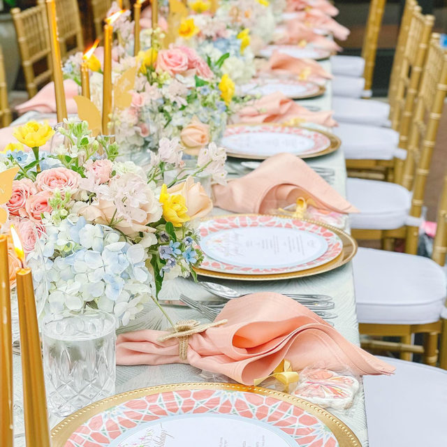The sweetest table with the sweetest color coordination! 🌼 A softer variation of yesterday's post, we are loving the delicate hues of peach and sea glass! Not to mention the exquisite harmonization of gold accents carried throughout. Currently searching our calendars for a good excuse to recreate this one!  Featuring our Laguna Navarre Table Linen and Apricot Shantung Napkins. Use the link in our bio to start planning your own sweet affair.  _________ Credits: Planner: @madeleinecreative Florals: @gardengate_dallas Cookies: @crossmyheartcookies Venue: @paradisodallas