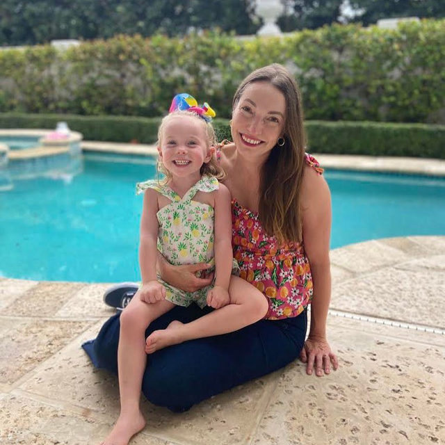 """""""My mom taught me to start every day with a positive attitude and a smile,"""" says Draper James CEO @erinmoennich. """"Positivity is one of the best gifts my mom gave me and something I hope to pass on to my daughter!"""" 😁 🌈✨ #djlovesmoms"""