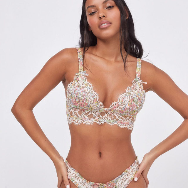 In case underwire isn't for you, meet the Esme Triangle Bralette #FLLforVS