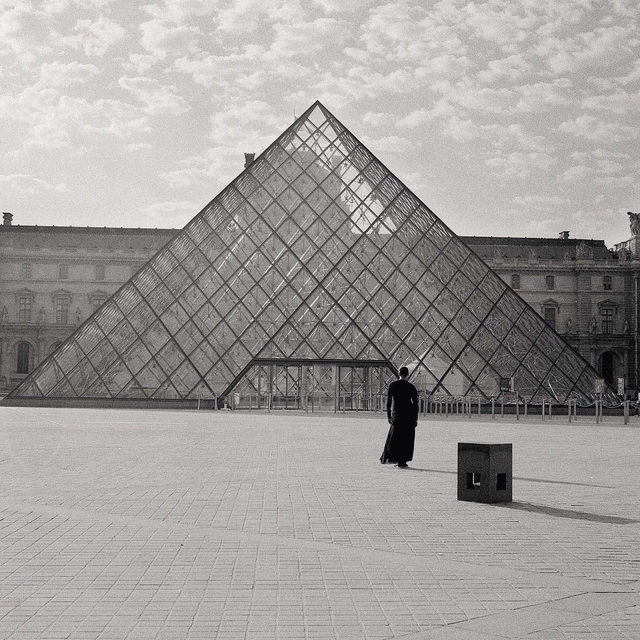"""#GagosianQuarterly: The Summer 2021 issue of """"Gagosian Quarterly"""" is now available, featuring Carrie Mae Weems's """"The Louvre"""" (2006) on its cover.  The issue presents Antwaun Sargent's guest-edited supplement, """"Social Works,"""" which includes a feature on Weems that pairs her photography with new poetry by Maya Phillips. The section also includes interviews with Rick Lowe, Linda Goode Bryant, Sir David Adjaye OBE, and Lauren Halsey; a look at Theaster Gates's engagement with the archives of house music legend Frankie Knuckles; and a portfolio of works by Zalika Azim and Allana Clarke, both former fellows of NXTHVN. The issue also includes features on Albert Oehlen, the legacy of Doris Ammann, the dance artist Eiko Otake, Adriana Varejão, the importance of chronologies, an interview with Stella McCartney, and much more. Follow the link in our bio to read the issue online, or contact shop@gagosian.com to order your copy. __________ #Gagosian @carriemaeweems @sirsargent @ricklowe2222 @adjayeassociates @adjaye_visu"""