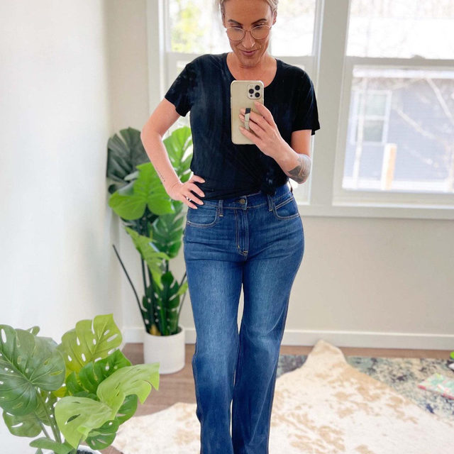 These jeans are normally $80, but right now they're UNDER $20 at @Gap with code NICE.  WHaaaaaaat?? I expected them to be awful because they're marked down so much but I LOVE them...they fit so well!  xo, Scotti @scottiliz . Click the link in our bio to shop the sale. Swipe to see side view.