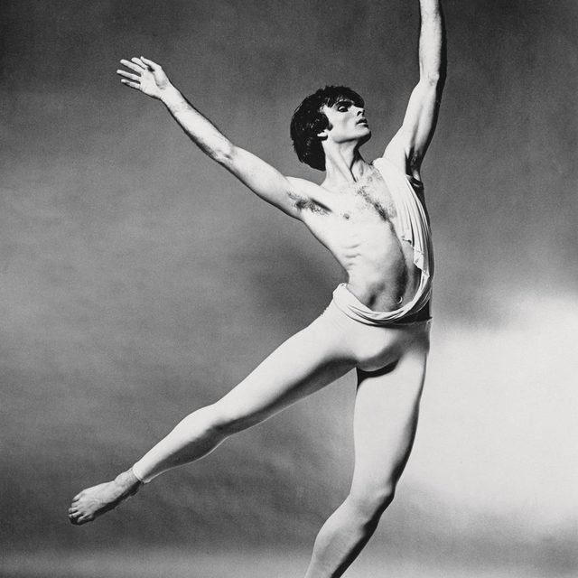 """#GagosianQuarterly: """"Who could have moved so beautifully as to render Leonardo, Duchamp, and the entire movement of Futurism dispensable? In Frank O'Hara's eyes, that would have been the not-yet-twenty-one-year-old dancer Vincent Warren."""" —Gillian Jakab  On the occasion of the sixtieth anniversary of Frank O'Hara's celebrated poem """"Having a Coke with You,"""" Gillian Jakab took a look at the poem's """"You"""" for the Summer 2020 issue of the """"Quarterly."""" Follow the link in our bio to read the article.  In celebration of LGBTQ+ Pride Month, we'll be sharing a curated selection of new and existing interviews, essays, and videos from the gallery's extensive publishing archives that exemplify how these histories reshape contemporary aesthetic discourse. Keep an eye out for more! __________ #PrideMonth #LGBTQ #Gagosian @gillianjakab  (1) Vincent Warren in """"Catulli Carmina,"""" c. 1969. Photo: © Jack Mitchell, courtesy Vincent-Warren Dance Library; (2) Vincent Warren in Aileen Passloff's """"Cypher,"""" 1960. Photo: © V. Sladon, co"""